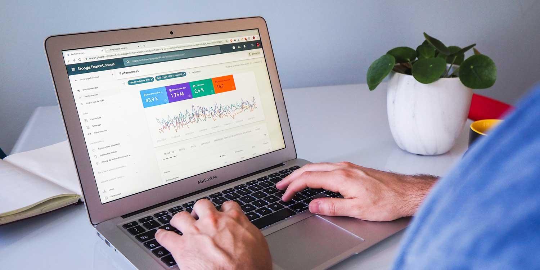 google-search-console-laptop-on-desk